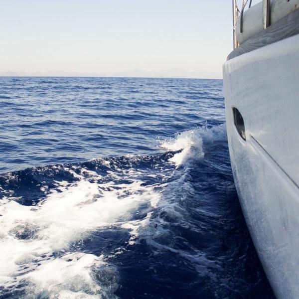 Через два моря